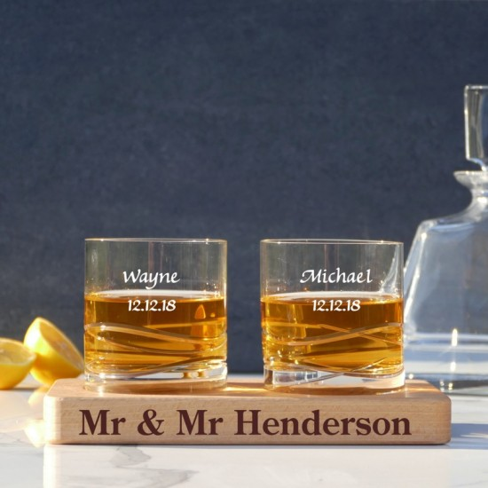 Personalised-set-of-two-whiskey-glasses-with-wooden-serving-board